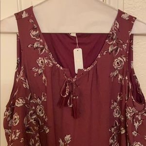 CLEARANCE: Floral dress w/ slits in the sleeves